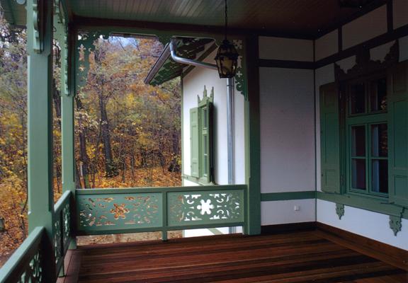 http://oreghazak.hu/files/gimgs/18_kochmaister-villa-3.jpg