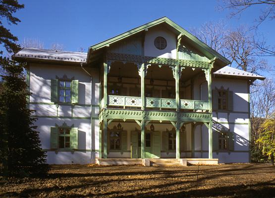 http://oreghazak.hu/files/gimgs/18_kochmaister-villa.jpg